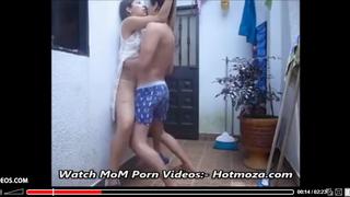 مصري ينيك جارته المراهقة مارس الجنس العربي على Wahmbahm.com