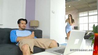 زوجته وجدته يستمني و يشاهد فيلم سكس في الحاسوب أنبوب الجنس العربي
